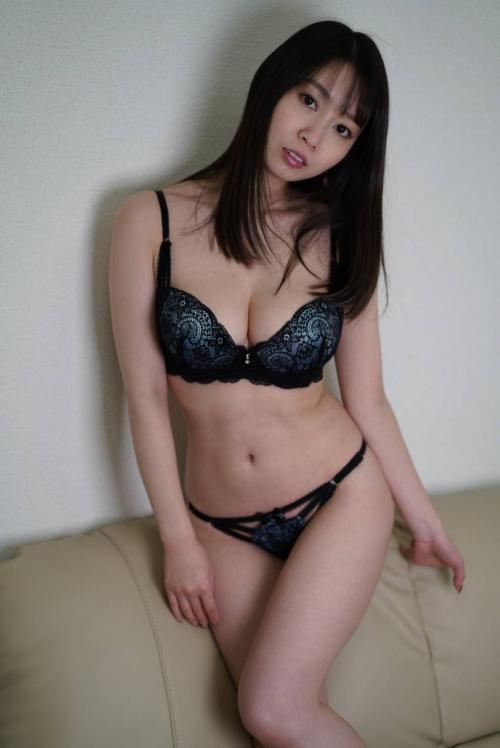 AV女優 おっぱいの谷間 34