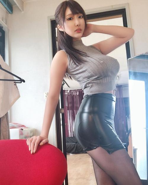 着衣巨乳 02