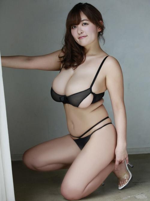 巨乳・下乳 エロ画像 39