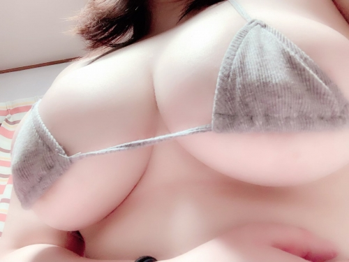 巨乳・下乳 エロ画像 45