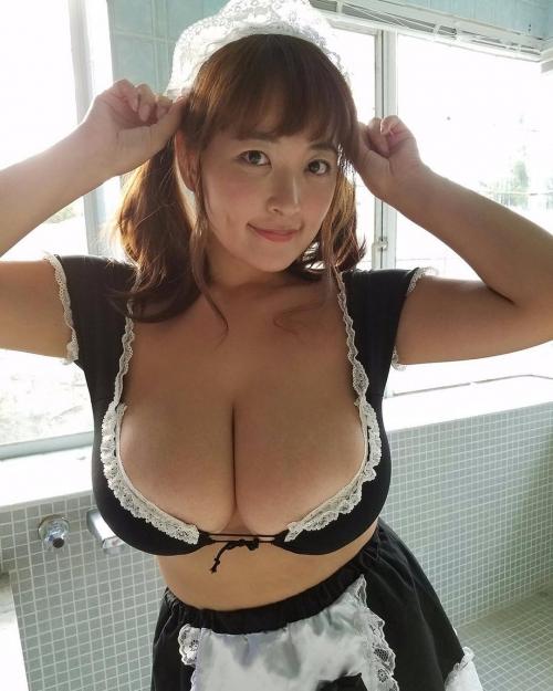 グラビアアイドル おっぱいの谷間 04