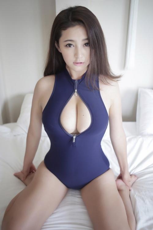 ぱっくり胸開き競泳水着 32