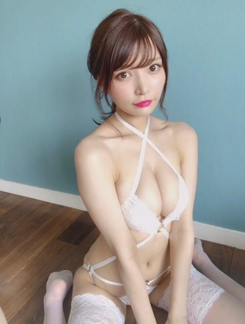 白のセクシーランジェリー 26