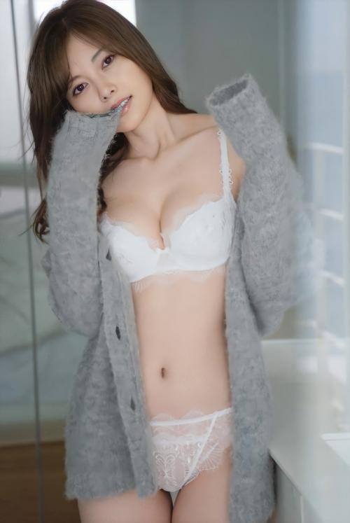 白のセクシーランジェリー 41