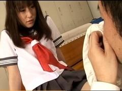 大人しそうな可愛いJKに匂いフェチプレイをさせる変態教師