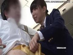 エコノミークラス症候群の乗客を優しくスカーフ手コキで介助するCA