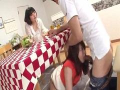 妹の婚約者をテーブルの下で寝取る姉