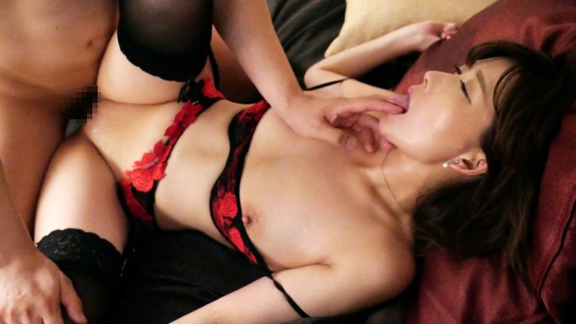 元レースクイーンの41歳美熟女妻のイヤらしく妖艶に乱れて絶頂を迎えるフェロモン全開!美魔女SEX!