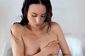 道端アンジェリカ、例の全裸写真集からネット未流出カットwwwwティクビ立ってるwwwww