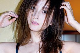 実写版「美少女戦士セーラームーン」ヴィーナス役を演じた小松彩夏が5年ぶりグラビア復帰ww