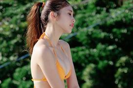 佐野ひなこの乳首がポロッと見えそうな横乳ショットがエロい!