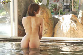 CS温泉番組でグラドルがすっぽんぽんで入浴!生々しいお尻w