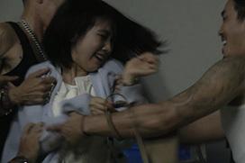 松本穂香(23)、集団レ○プシーンがコチラ・・・男たちに無理やり掴まれ・・・