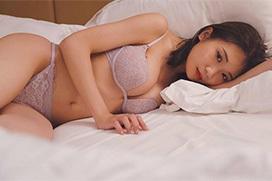 秋元真夏(26歳)さん、ほぼヌードwww 結構、露出していたんだな!