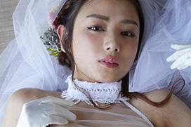 元ミス日本でグラビア女王片山萌美、ランキング1位獲った半裸ウェディングドレス姿がエロ過ぎるww