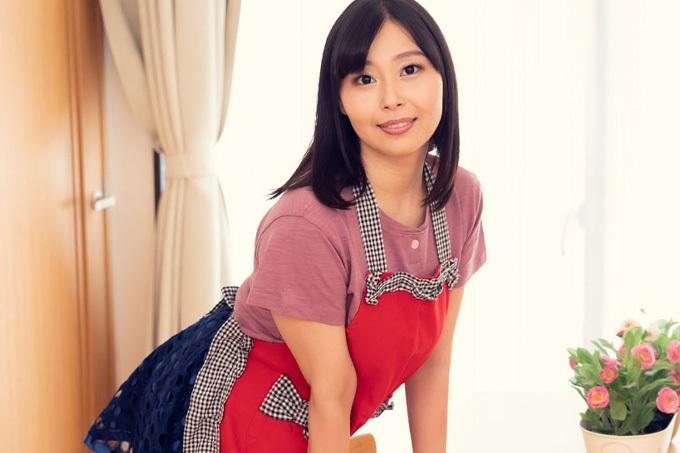 小川桃果 家事代行に来た巨乳お姉さん。