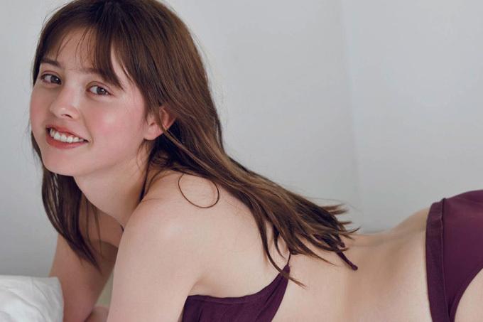 加藤ナナ スベスベ柔肌とキュートスマイル!