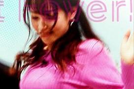 FOOT BRAINで鷲見玲奈アナ(29)のボヨヨン卓球