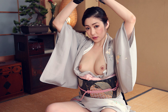 江波りゅう 調教される和服姿の艶やか美熟女。