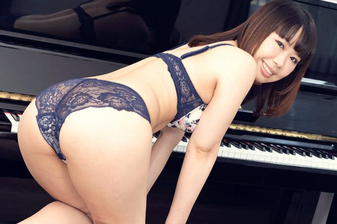 佐藤ゆかり エッチなピアノレッスン
