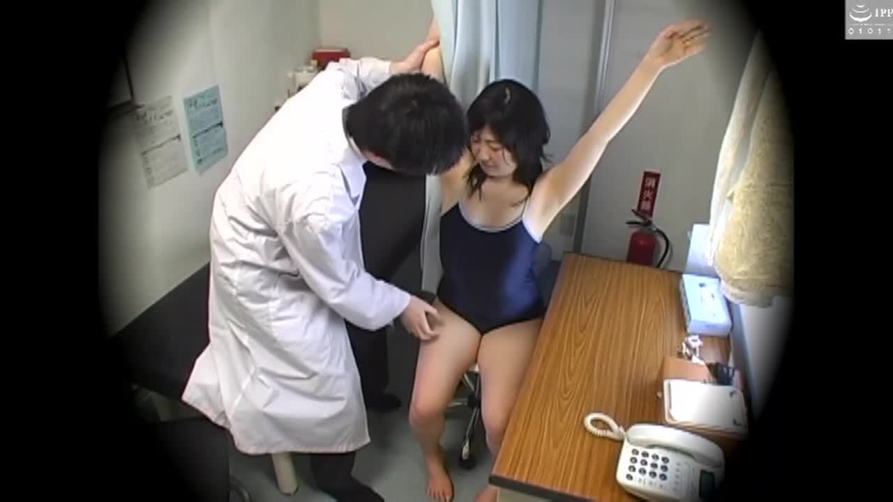 スク水を着て健康診断