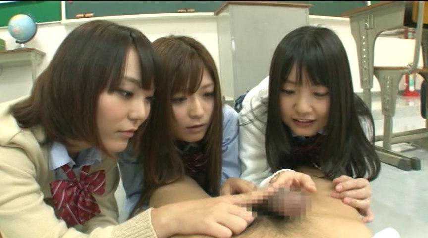 チンポをいじってる女子校生3人組