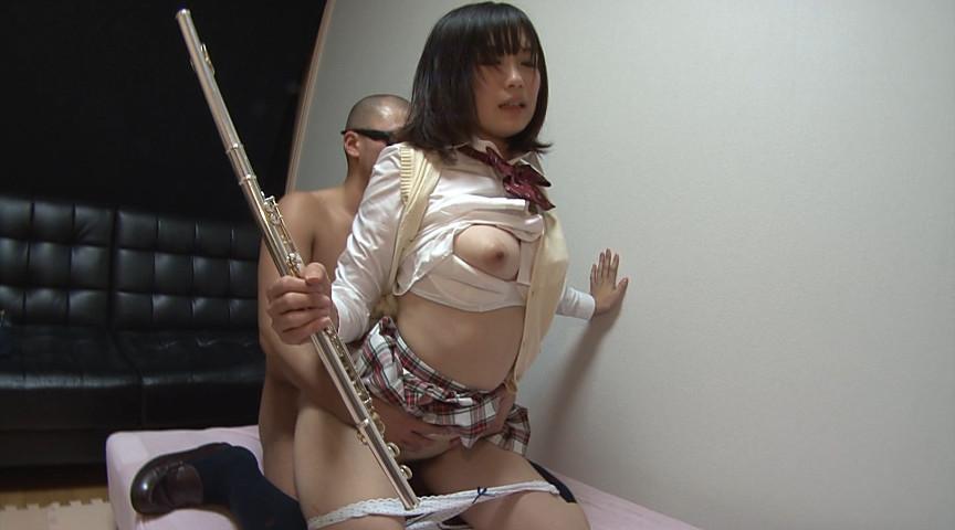 フルートを持ちながらセックスしてる女子校生