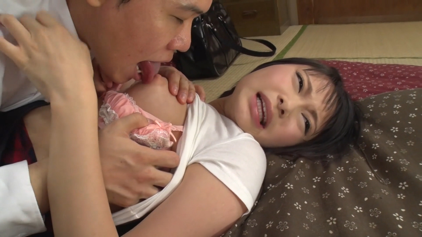 乳首を舐められる女子