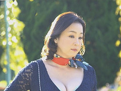 水沢莉久 セクシーランジェリーで殿方を魅了する元キャビンアテンダント(四十路)の初撮り!