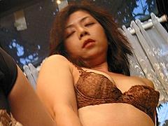 滝圭子 ローターを熟女のアソコに仕込んで街中を散歩し、イヤらしいフェラ奉仕から本番へ