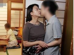 秋吉慶子 ぽっちゃり巨乳義母(還暦)の色香にやられた娘婿が強引な夜這いでハメ狂わす
