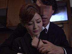 石原莉奈 未亡人となった途端、身近な男から次々に辱めを受けて薄紅色の乳首がそそり立つ!