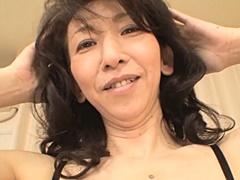 篠塚真子 綺麗な五十路熟女が手マンでイヤらしい表情を浮かべる
