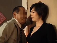 竹内梨恵 四十路の美乳熟女がBARで痴女となってオヤジを逆ナンし、ホテルでヤリまくる