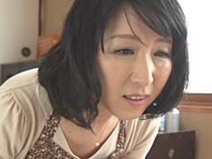 大森涼子 エロアニメに夢中だった息子を狂わした熟母の裸体。我慢できず夜這いする息子