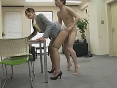 小早川怜子 長身と美脚のデカパイ女社長(三十路)が手コキと足コキで社員を射精に誘う!