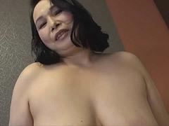 原菜奈子 四十路の巨乳おばさんが初撮りセックスで絶倫ぶりを披露!