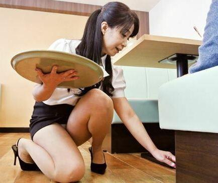 【完熟】歳よりも若く見える美熟女!職場で卑劣なワイセツ行為…