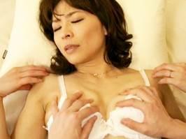 矢部寿恵|四十路|主人が隣の部屋にいるのに息子に挿入された母