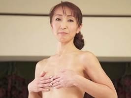 【五十路】スケベな下着に身を包み他人棒で乱れるマダム