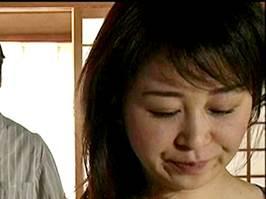 【ヘンリー塚本】前科者の息子とSEXして夫に怒られるマダム