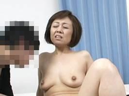 【五十路】思春期の甥っ子を悩殺してエッチに誘う淫乱マダム