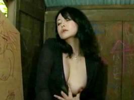 【ヘンリー塚本】見ず知らずの男根を挿入する変態マダム。浅井舞香