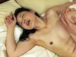 【五十路】息子との背徳性交に喘ぎ声が止まらない美魔女母