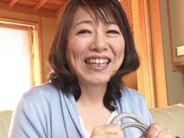 【五十路】若い男に子宮を掻き回されてアヘ声を漏らすマダム。沢田智恵