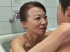 【五十路】夫に先立たれた姑はお婿さんとのSEXで癒やされます。華山美里