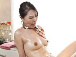 【四十路】自分も輝きたくてAVに出演する美容家の美魔女。佐田茉莉子