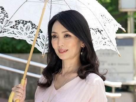 【四十路】極上の美人妻が性欲を開放して他人棒を貪る!立花涼子