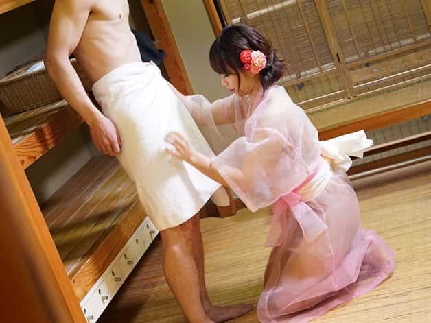 【無修正】和風風俗店で和とは真逆な巨乳ギャルがスケスケ浴衣でお客様を中出しおもてなし♪《岡本理依奈》