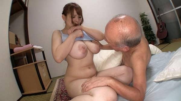 男所帯に来た爆乳ヘルパーにボケたフリして巨乳やデカ尻を揉みまくりヤリたい放題のご老人...西村ニーナ